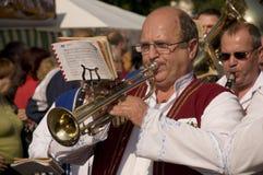 Le trumpetist traditionnellement weared Image libre de droits