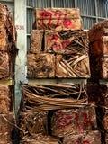 Le tube de cuivre fait pas l'utilisation ou rejeté sera rassemblé de retour pressé photographie stock