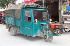 Le tuk de tuk de vintage attend des passagers en Chine Photos libres de droits
