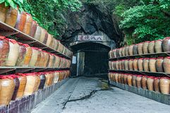 Le tunnel qui défend l'ennemi est changé en zone de stockage de sorgho photographie stock libre de droits