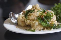 Le type chinois a fait frire le poulet pané Photos stock