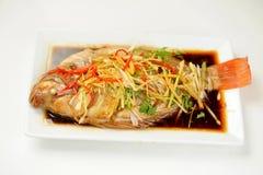 Le type chinois a mariné les poissons cuits à la vapeur Images libres de droits