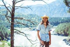 Le type dans le chapeau de cowboy photographie stock libre de droits
