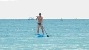 Le type fort approche la navigation de plage sur le panneau de palette banque de vidéos