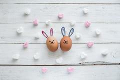 Le uova affronta, drawnigs sull'uovo, uova di Pasqua fotografia stock