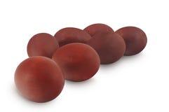 Le uova di Pasqua colorate in cipolla marrone hanno isolato il bianco del OM Immagini Stock Libere da Diritti