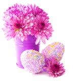 Uova di Pasqua Con i fiori rosa Fotografia Stock Libera da Diritti