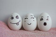 Le uova sono allegre con i migliori amici di concetto del fronte Immagine Stock