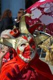Le upp den röda maskeringen, Venedig, Italien, Europa, slut Royaltyfri Fotografi