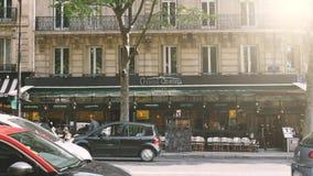 Le Uroczysty Korona s?oneczna restauracji tarasu cukiernianego baru karczemni Paryscy Uliczni ludzie zbiory wideo