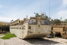 Le véhicule blindé se trouve sur le chantier commémoratif près du musée blindé de corps dans Latrun, Israël photo stock