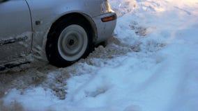 Le véhicule a collé dans la neige banque de vidéos