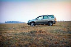 Le véhicule tous terrains sur le secteur magnifique Photos libres de droits