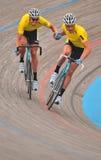 Le vélodrome des Mens faisant un cycle - Main-élingue Image libre de droits
