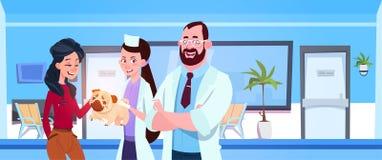 Le vétérinaire soigne le propriétaire heureux de Giving Healthy Dog To dans le concept de médecine vétérinaire de bureau de clini illustration de vecteur