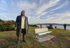 Le vagabond - sculpture par la mer Photos stock