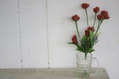 Le vase latéral à la maison photo stock
