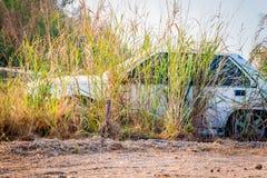 Le vecchie automobili di Abandone si sono trasformate nei relitti Fotografie Stock