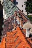 Le vecchie Camere hanno piastrellato i tetti a Bratislava Città Vecchia Fotografie Stock Libere da Diritti