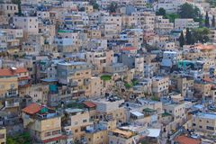 Le vecchie case hanno ammucchiato nella città di Gerusalemme, Israele Fotografie Stock Libere da Diritti