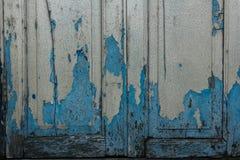 Le vecchie finestre di legno che sono blu fotografia stock libera da diritti