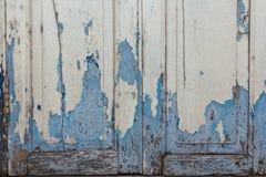 Le vecchie finestre di legno che sono blu fotografie stock