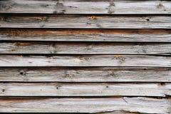 Le vecchie plance di legno naturali grungy e stagionate murano come fondo di struttura Fotografia Stock Libera da Diritti