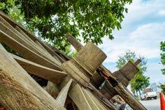 Le vecchie ruote di vagone di legno Fotografie Stock Libere da Diritti