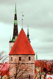 Le vecchie torri di Tallinn fotografie stock libere da diritti