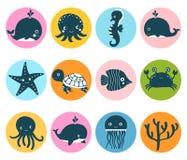 Le vecteur mignon a placé avec des icônes d'animal de mer en cercles de couleur Photographie stock