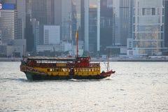 Le vele del traghetto sul mare fotografie stock