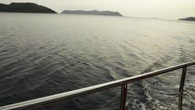 Le vele dell'yacht sul mare video d archivio