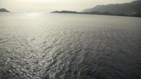 Le vele dell'yacht sul mare stock footage