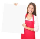 Le vendite clerk la mostra del segno in bianco Fotografia Stock Libera da Diritti