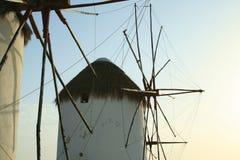 le vent souffle sur les moulins à vent de Mykonos Photographie stock libre de droits
