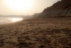 Le vent soulève et le sable de la plage images stock