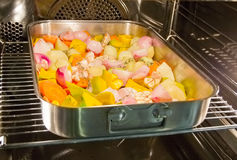 Le verdure hanno cotto (rosted) nel forno Fotografia Stock