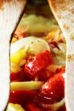 Le verdure miste hanno fritto in patata del pepe della cipolla dell'olio d'oliva Immagine Stock