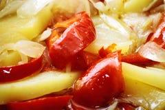 Le verdure miste hanno fritto in patata del pepe della cipolla dell'olio d'oliva Immagini Stock Libere da Diritti