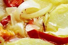 Le verdure miste hanno fritto in patata del pepe della cipolla dell'olio d'oliva Fotografia Stock Libera da Diritti