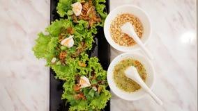 Le verdure si avvolgono con carne di maiale e gamberetto Fotografia Stock Libera da Diritti