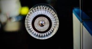 Le verre élégant d'isolement a fait la photographie de bouton de porte Photo stock