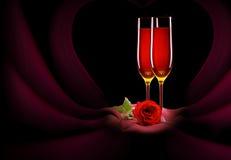 Le verre de champagne et s'est levé sur le noir Photographie stock