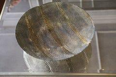 Le verre et le métal roulent avec des métaux d'argent et d'or Photographie stock libre de droits