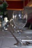 Le verre sur la table Photos libres de droits