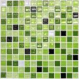 Le vert a couvert de tuiles le mur Image libre de droits