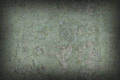 Le vert grisâtre superficiel par les agents et a affligé le mur texturisé de fond Image libre de droits