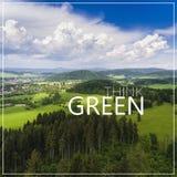 le vert pensent Vue aérienne de l'heure d'été en montagnes Vue f Photos stock