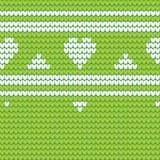 Le vert a tricoté le modèle sans couture avec les coeurs et les rayures blancs Kn Photos libres de droits