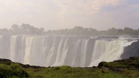 Le Victoria Falls avec la brume de l'eau clips vidéos